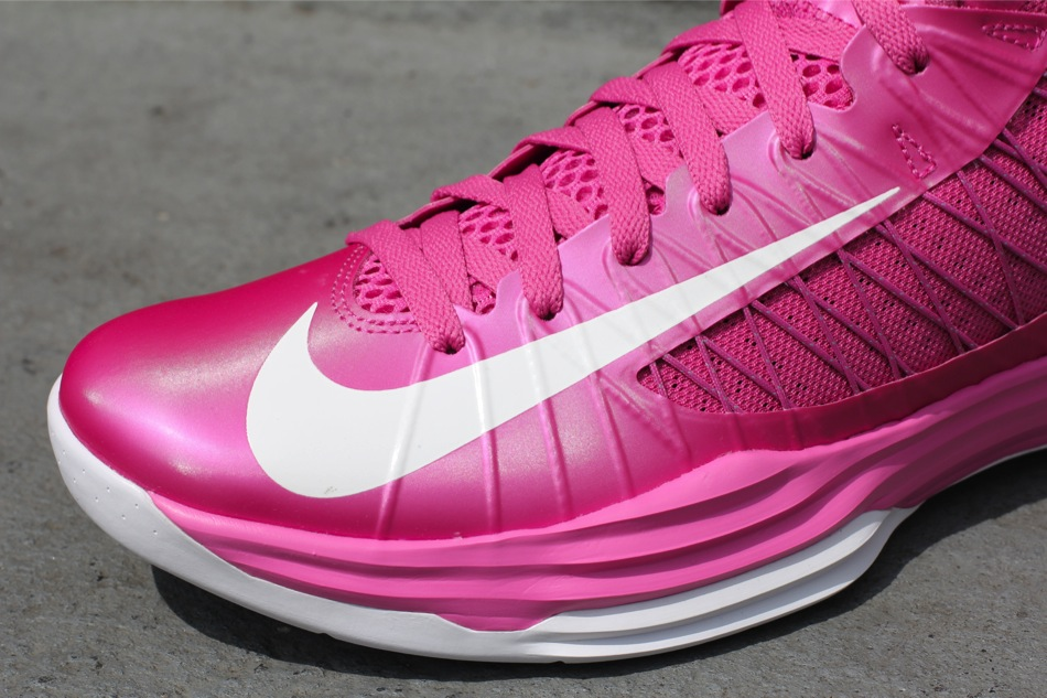 Nike Hyperdunk 'Think Pink' - Now Available