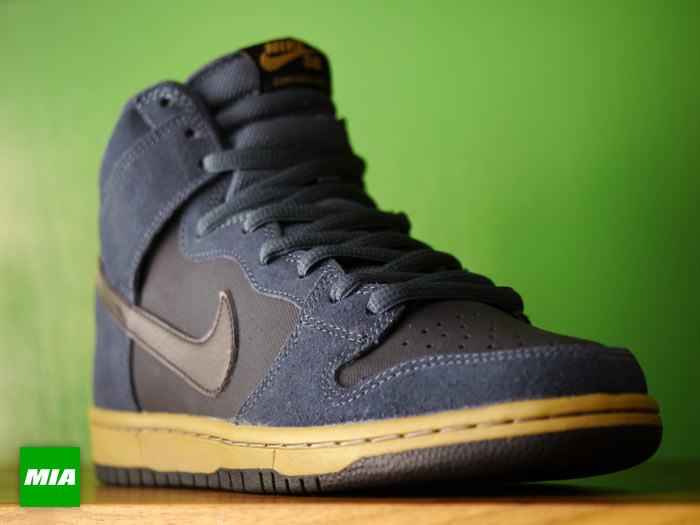 Nike SB Dunk High 'Classic Charcoal/Tar-Black' at MIA