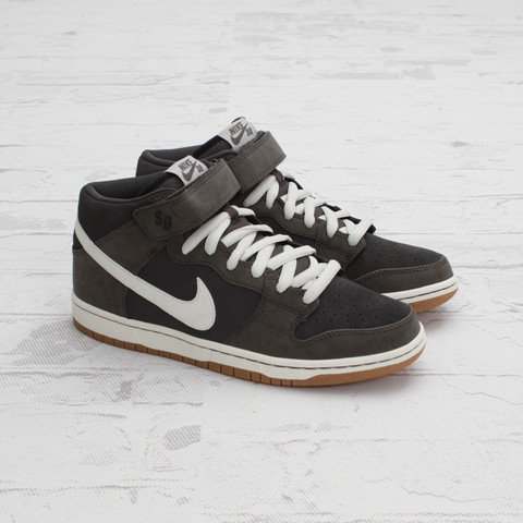 Nike SB Dunk Mid 'Midnight Fog/Metallic Summit' at Concepts