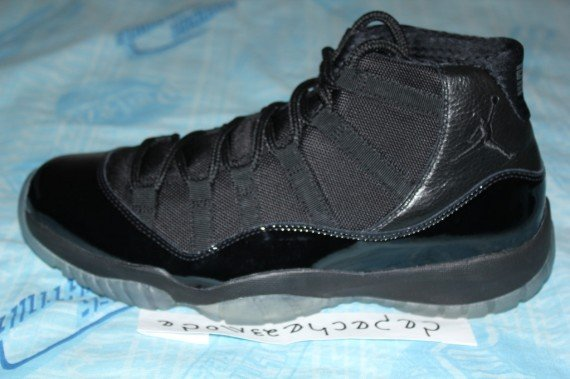 air-jordan-11-xi-blackout-sample-6