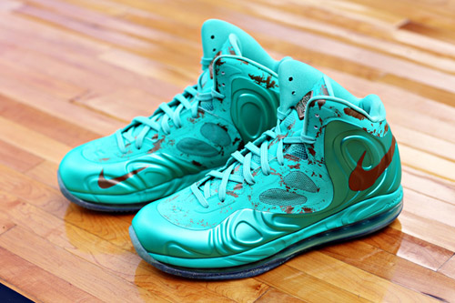 nike-air-max-hyperposite-statue-of-liberty-2