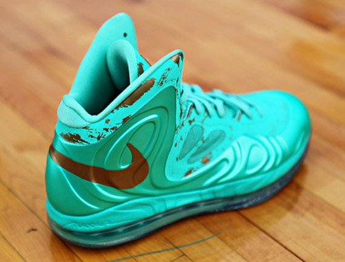 nike-air-max-hyperposite-statue-of-liberty-4