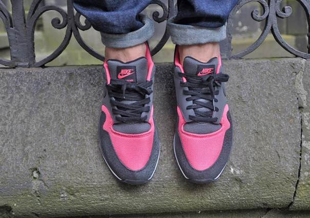 nike-air-safari-le-black-anthracite-pink-clay-white-1