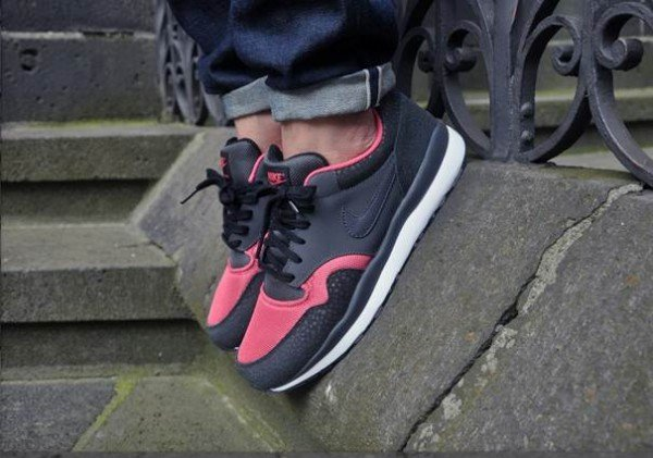 nike-air-safari-le-black-anthracite-pink-clay-white-2