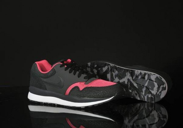 nike-air-safari-le-black-anthracite-pink-clay-white-5