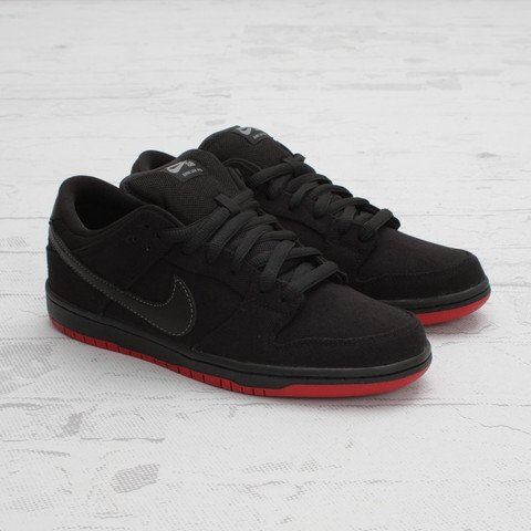 Levi's x Nike SB Dunk Low 'Black' at Concepts