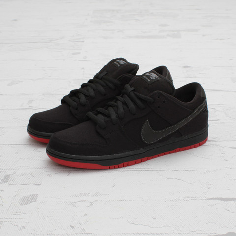Levi's x Nike SB Dunk Low 'Black' at Concepts