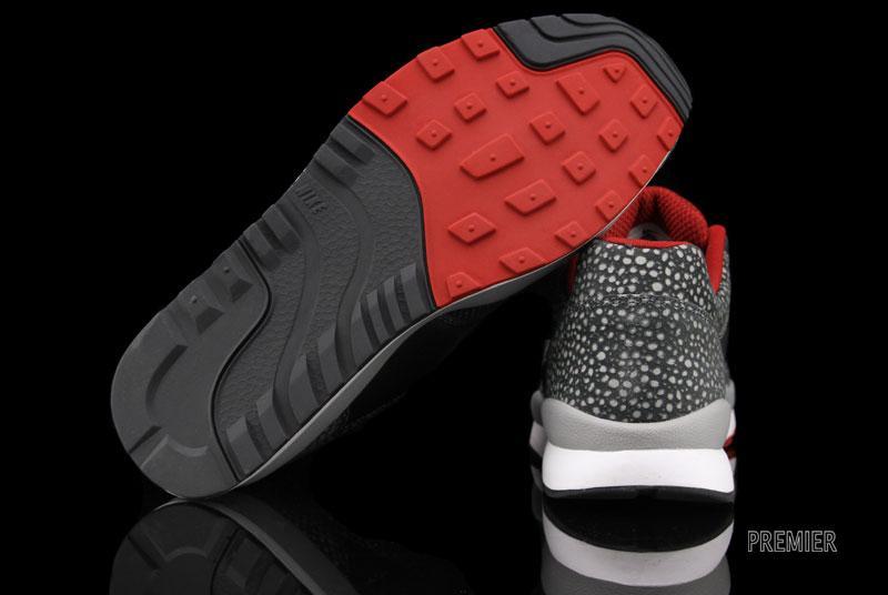 Nike Air Safari LE 'Matte SilverWhite Anthracite Gym Red