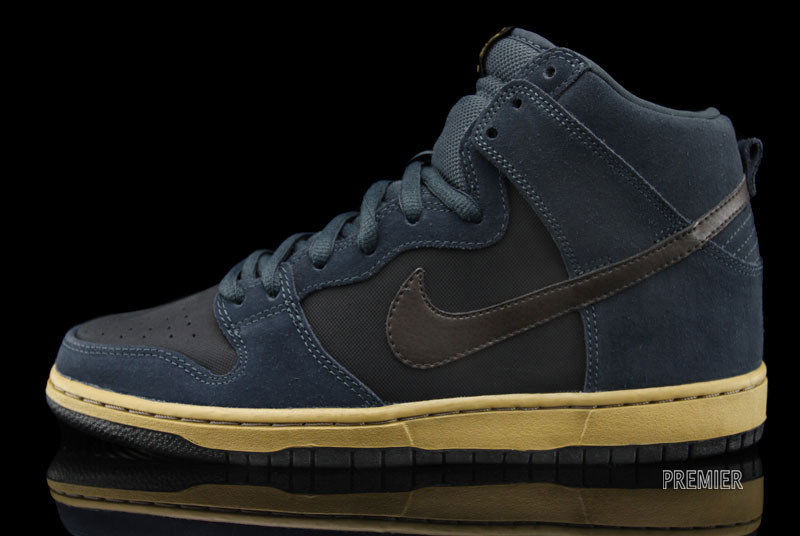 Nike SB Dunk High 'Classic Charcoal/Tar-Black' at Premier