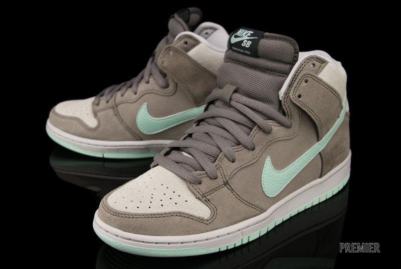 830c7d2490f5 ... Nike SB Dunk High  Soft Grey Medium Mint