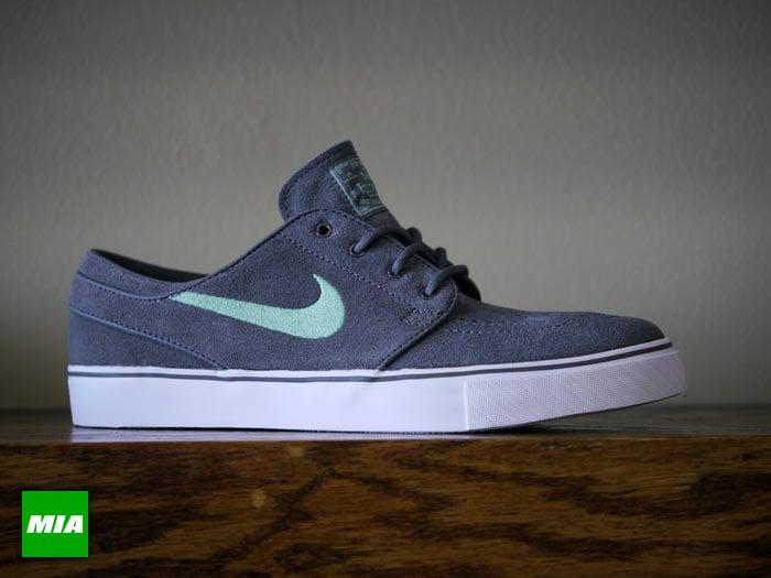 46ac616f34ae Nike SB Stefan Janoski  Dark Grey Medium Mint