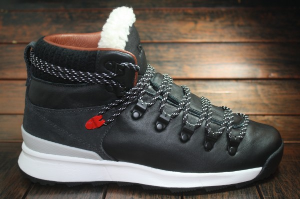 Nike WMNS Astoria Premium NSW NRG - Another Look