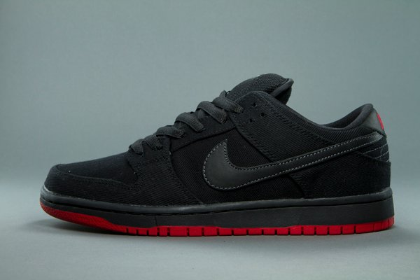 Release Reminder: Levi's x Nike SB Dunk Low 'Black' at 510