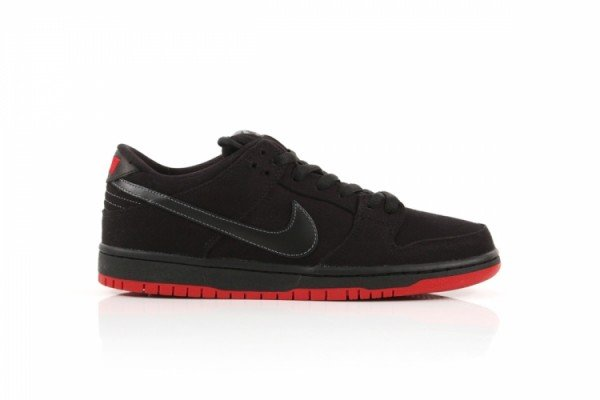 Release Reminder: Levi's x Nike SB Dunk Low 'Black' at DQM