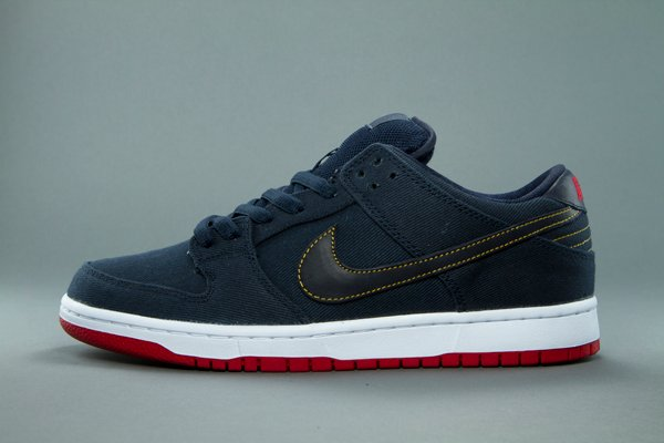 Release Reminder: Levi's x Nike SB Dunk Low 'Dark Obsidian' at 510
