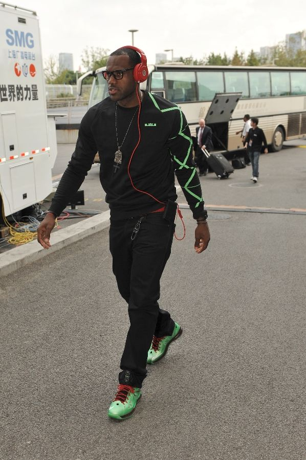 King James Arrives in Shanghai in the 'Cutting Jade' LeBron X
