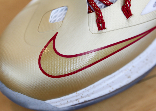 LeBron James Kicks Off New Season in Gold LeBron X (10)