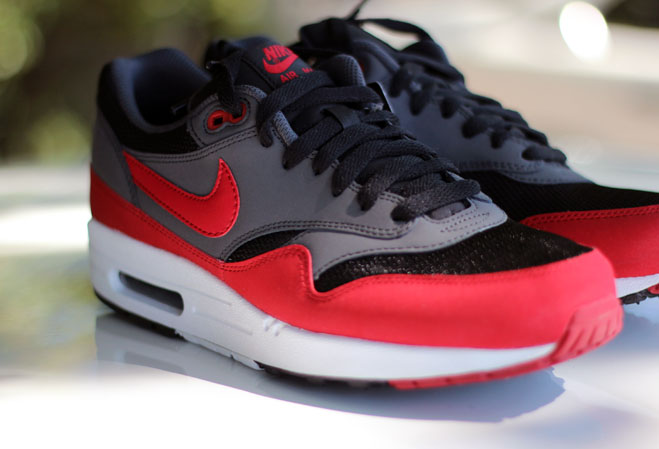 2cc06f5db31d Nike Air Max 1 Black Red leoncamier.co.uk