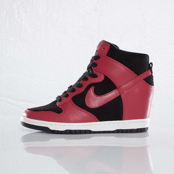 Nike WMNS Dunk Sky Hi 'Black/Gym Red-Sail'