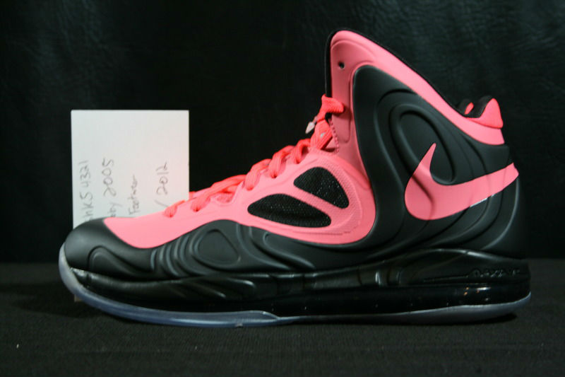 nike-air-max-hyperposite-black-hot-punch-1
