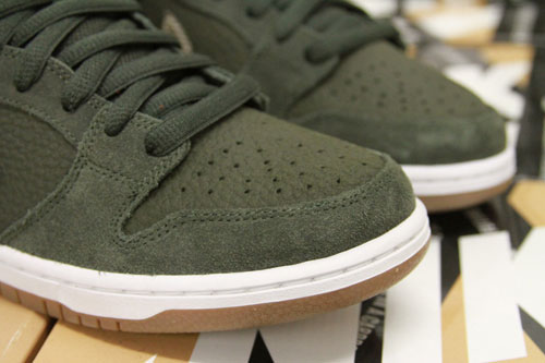 nike-sb-dunk-low-sequoia-4