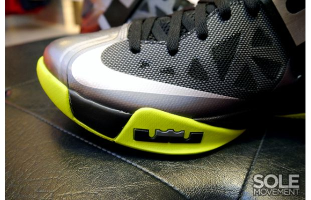nike-zoom-soldier-6-black-volt-4