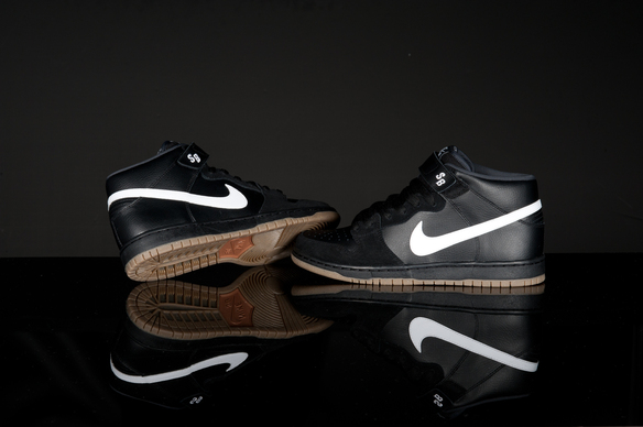 Release Reminder: Nike SB Dunk Mid 'Black Friday' CCS Exclusive