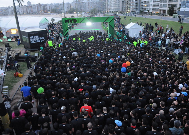 margen Persona molécula  Montevideo Attracts Almost 10,000 Runners In Nike's First-Ever Night Race  In Uruguay   Gov