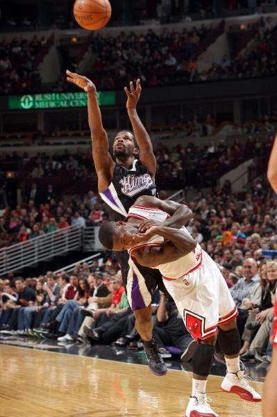 Nate Robinson Dons a Trio of Jordans in Season Opener