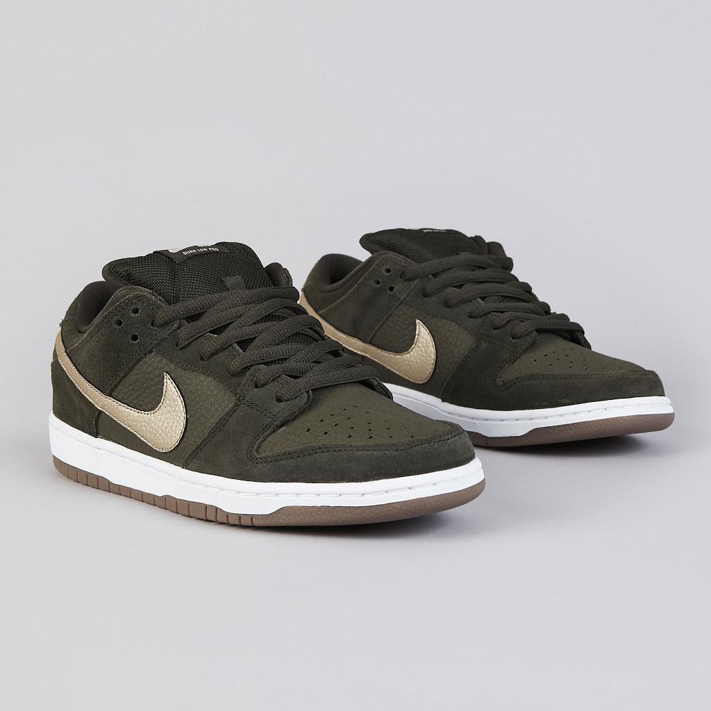 Nike SB Dunk Low 'Sequoia' at Flatspot