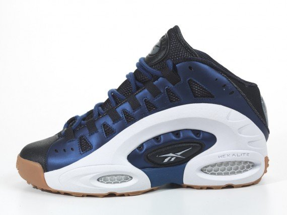 Release Reminder: Reebok ES22 'Club Blue'