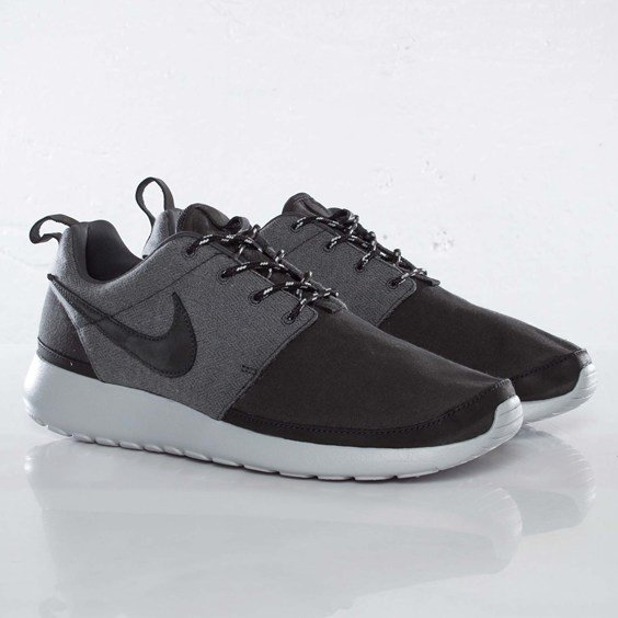 Release Reminder: Nike Roshe Run Premium NRG 'Anthracite/Anthracite-Metallic Platinum'