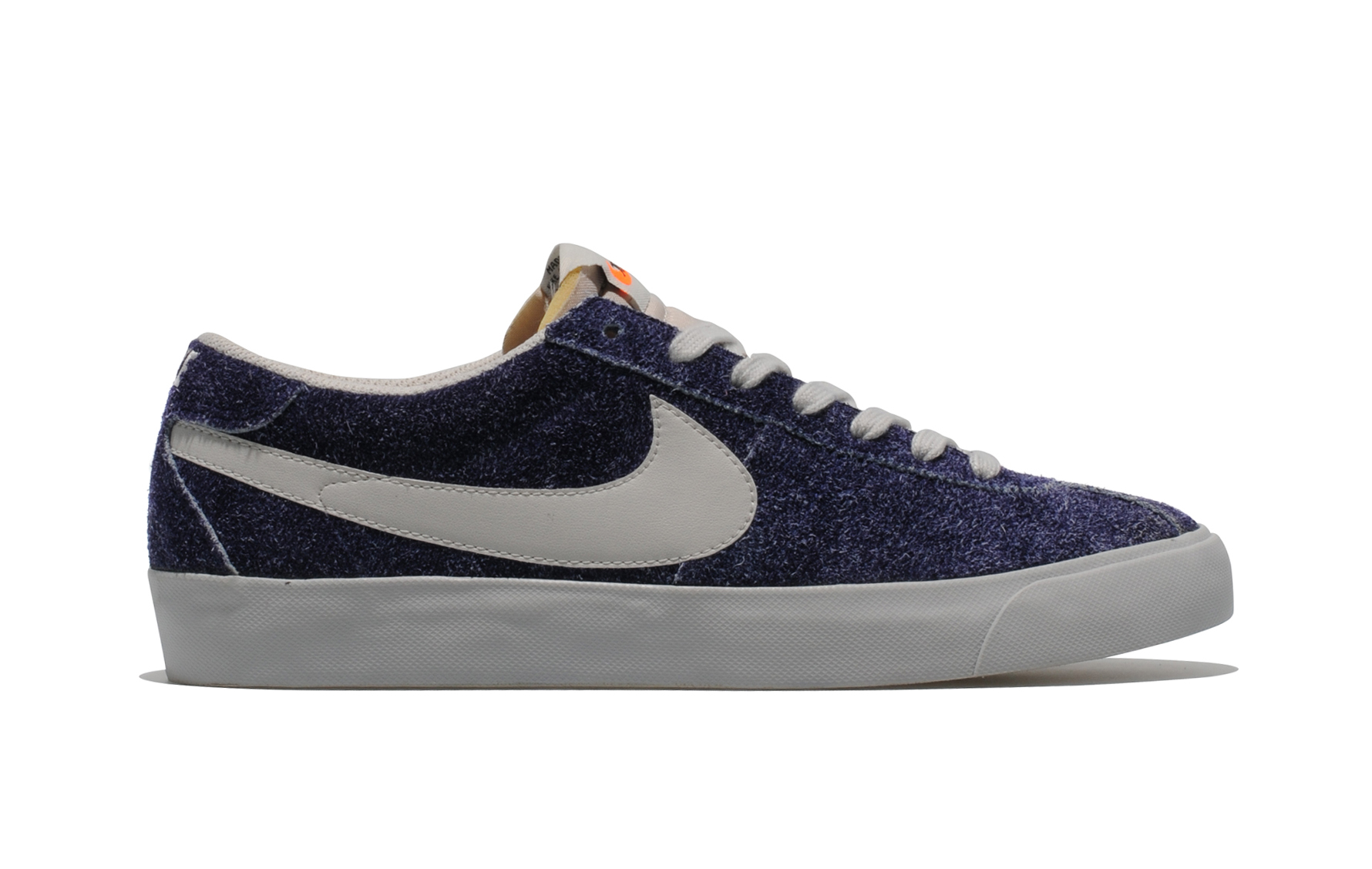 Release Reminder: Nike Bruin VNTG 'Night Blue' size? Exclusive