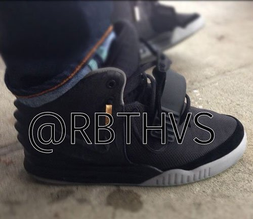 nike-air-yeezy-2-black-grey-sample
