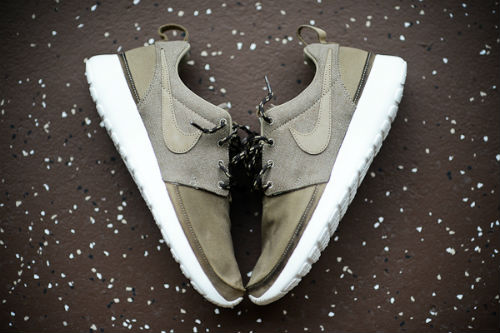 nike-roshe-run-premium-nrg-holiday-2012-1