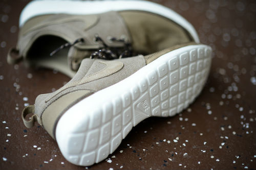 nike-roshe-run-premium-nrg-holiday-2012-2