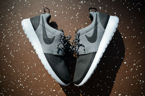 nike-roshe-run-premium-nrg-holiday-2012-3