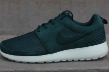 Nike Roshe Run Woven 'Dark Atomic Green'