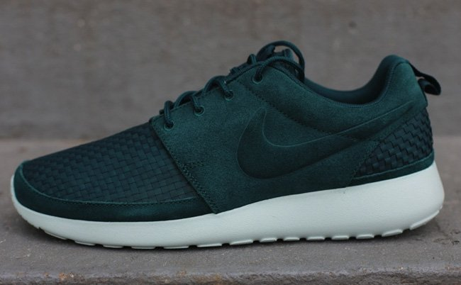 d00c3ee439e1 Nike Roshe Run Woven  Dark Atomic Green