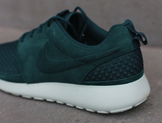 nike-roshe-run-woven-dark-atomic-green-3