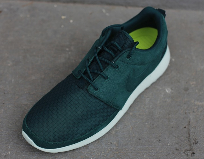 nike-roshe-run-woven-dark-atomic-green-4