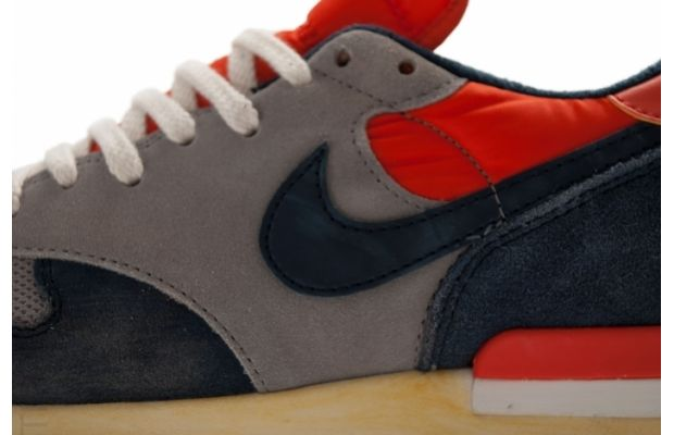 nike-air-epic-vntg-sport-grey-obsidian-seal-team-orange-2