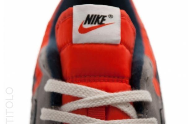 nike-air-epic-vntg-sport-grey-obsidian-seal-team-orange-3