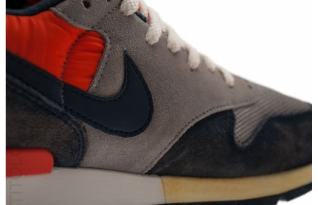 nike-air-epic-vntg-sport-grey-obsidian-seal-team-orange-4