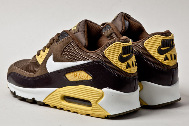 nike-air-max-90-mighty-hawks-3