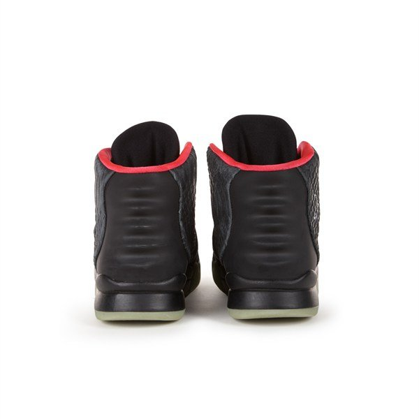 nike-air-yeezy-2-signed-and-worn-by-kanye-west-up-for-auction-3