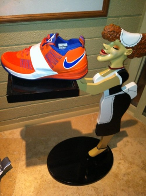 nike-zoom-revis-new-york-knicks