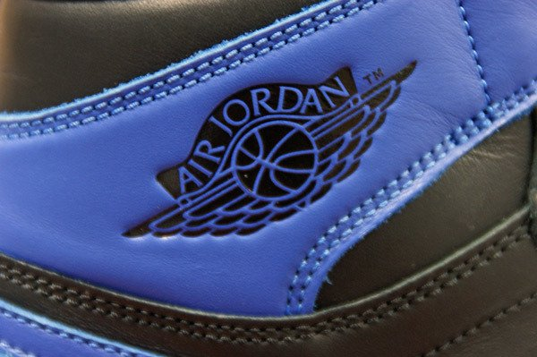 air-jordan-1-black-varsity-royal-new-images-10