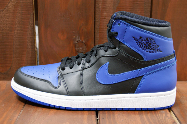 air-jordan-1-black-varsity-royal-new-images-2