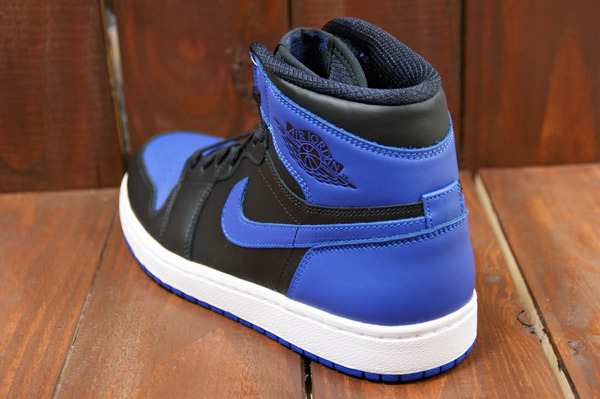 air-jordan-1-black-varsity-royal-new-images-4